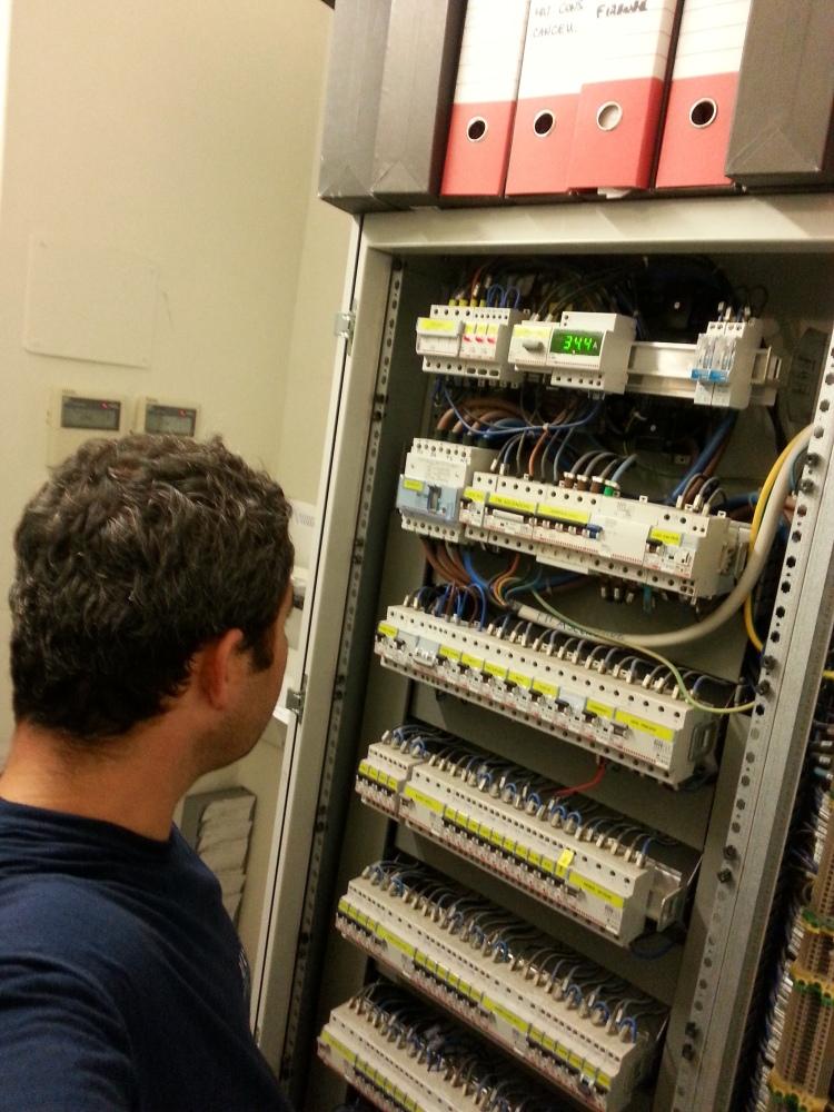 Come fare un impianto elettrico a norma di legge elettricista firenze chiama il - Quadro elettrico casa a norma ...